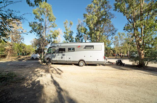 Camper di grande dimensione al Camping Cala Ginepro
