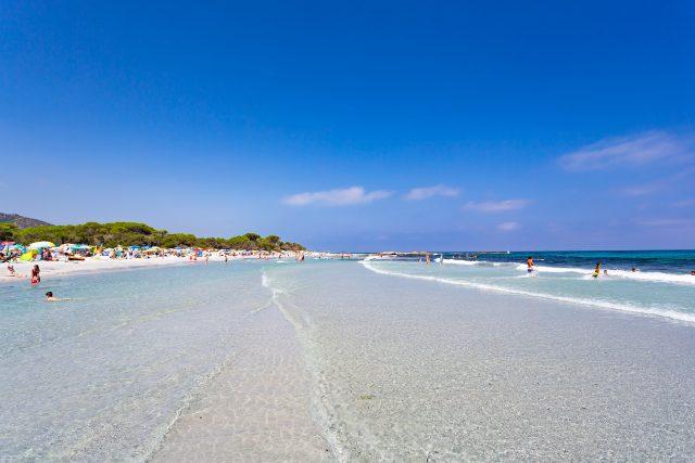 Il mare del Camping Cala Ginepro, con acque purissime