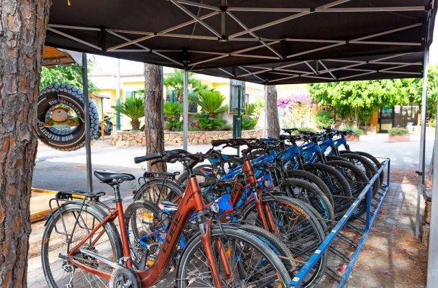 The area for mountain bike rental at Camping Cala Ginepro
