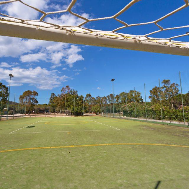 Il campo sportivo sintetico al Camping Cala Ginepro