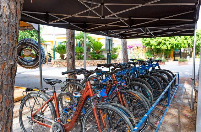 L'area con il noleggio mountain bike al Camping Cala Ginepro