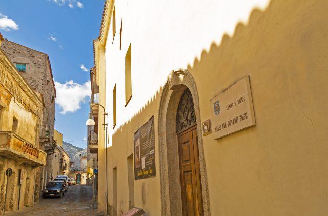 L'ingresso del Museo Guiso a Orosei, nel quartiere storico