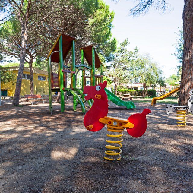 Il parco giochi per bambini al Camping Cala Ginepro